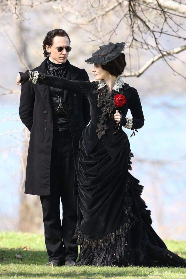 Why do Sir Thomas Sharpe and Lady Lucille Sharpe seem like what Hades and Persephone would look like if they went out for a walk? #CrimsonPeak #HadesAndPersephone pic.twitter.com/AnKzSInniS