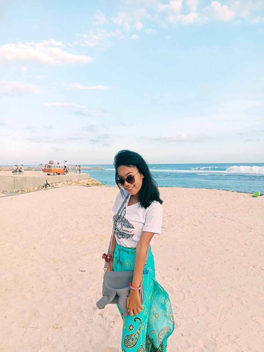 I love myself and I'm proud to be myself  #kangenpantai #kangenjalanjalan #Bali #beach #melastibeach  Semoga pandemi ini segera berlalu  Sudah sangat rindu dengan pantai pic.twitter.com/Df6Bng31Dp – at Melasti Beach
