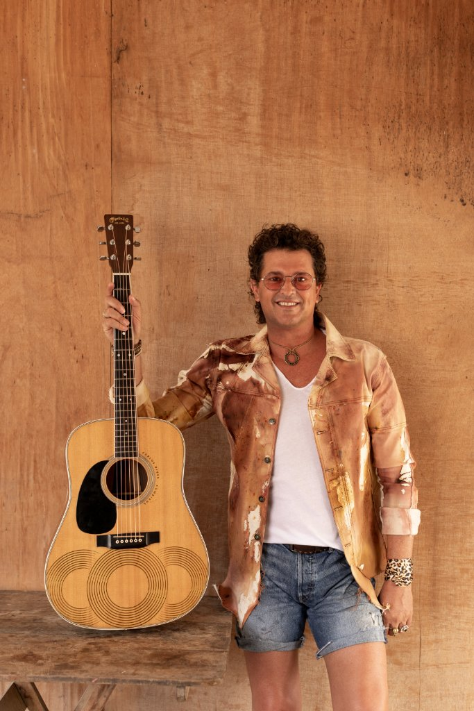 #Cumbiana, the new album from @carlosvives is here. Add it to your library now. apple.co/Cumbiana
