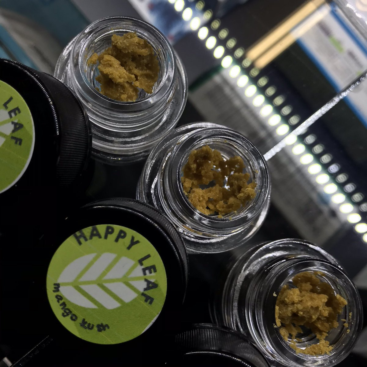 #HappyLeaf #crumble is a good quality #wax #crumble available in 1/2 #grams and #full. So #smooth and #tasteful with each #dab. Only the most #top #exclusive strains available! #dabbs #dabberdaily #Rigged https://t.co/U5LgGLkfUB