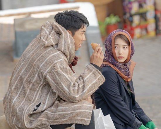 Lee Seung Gi and Bae Suzy as Aladdin and Jasmine  <br>http://pic.twitter.com/5rujxXNXqC