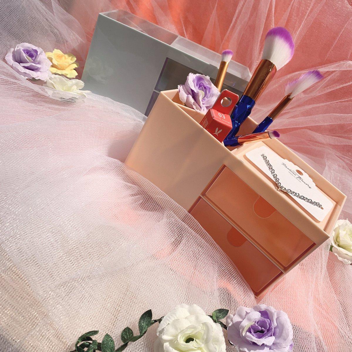 💋商品紹介💋  可愛い小物入れのご紹介です🌸  引き出しにしまえるだけでなく、アクセを置いたり ブラシやマスカラ、クシなども立てて収納できますよ🥺❣️ カラーはピンクとブルーの2色となっております🧸☁️💕  もちろん全品390円+tax👛✨  #サンキューマート #小物入れ #欲しいと思ったらRT https://t.co/3EPkS7rIum