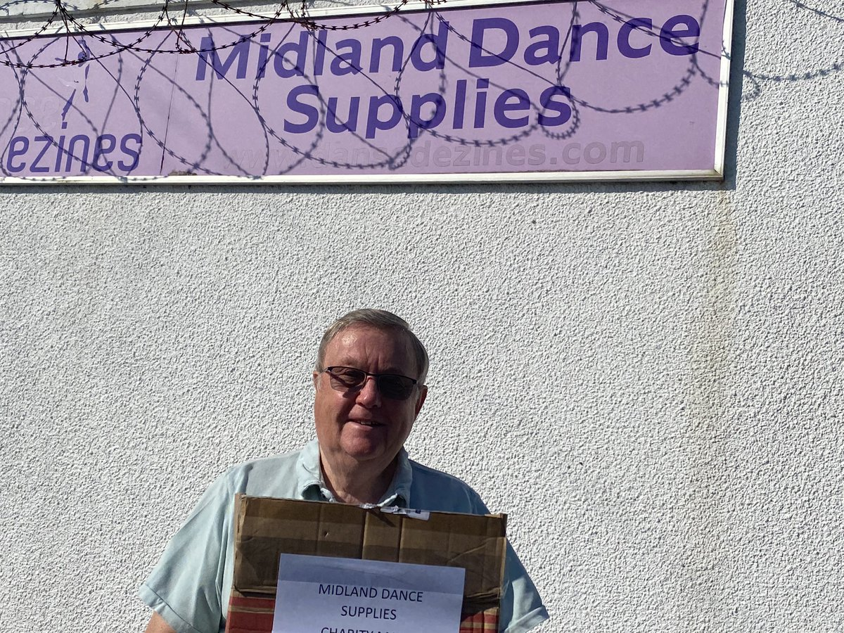 A big Thankyou to Eddie Newitt and his staff at Midlands Dance supplies for thinking of @Bham_Childrens and sending some face coverings that are beautifully made. Eddie was grateful for the care given by the hospital to his grandsons Freddie & Bertie.