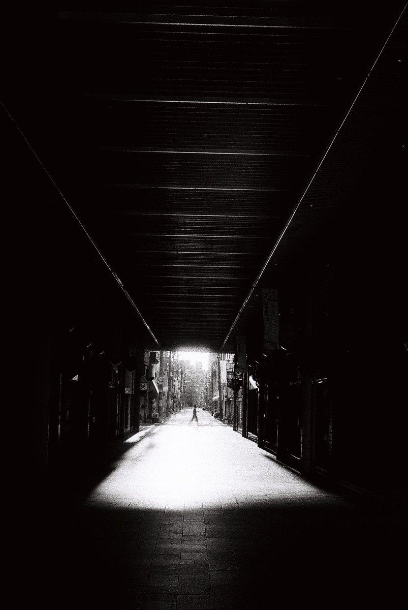 入光  Leica M-4P/Summitar 5cm f2.0  FOMAPAN 400 Action  #写真好きな人と繫がりたい #写真で伝えたい私の世界 #写真で奏でる私の世界 #ファインダー越しの私の世界 #キリトリセカイ #カメラマンさんと繋がりたい #film #filmphotography #monochrome #自家現像 #photography #filmcamera #snapshot pic.twitter.com/fflQhHXF7v