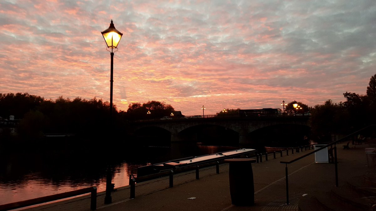 Staines-upon-Thames #sunset #sunsetphotography #wesleyadamsmylifepic.twitter.com/hynjQeHmxn