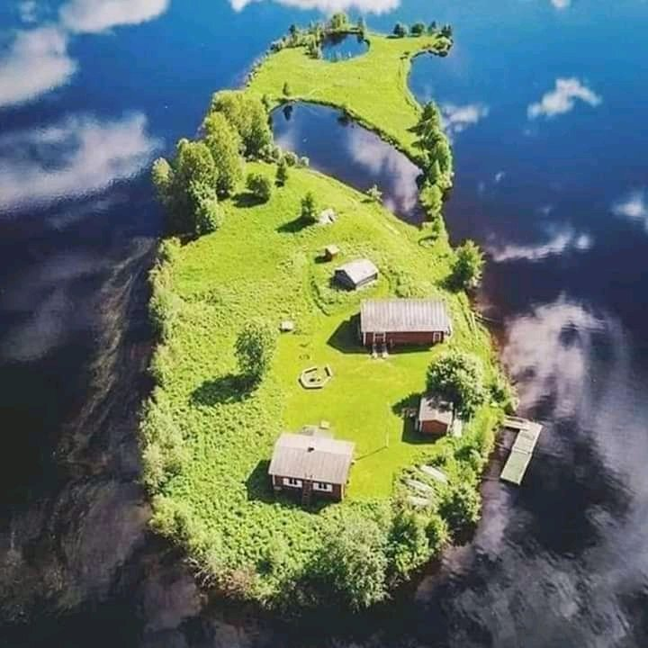 An island in #Finland in different seasons  pic.twitter.com/Vv0IXV6aoI