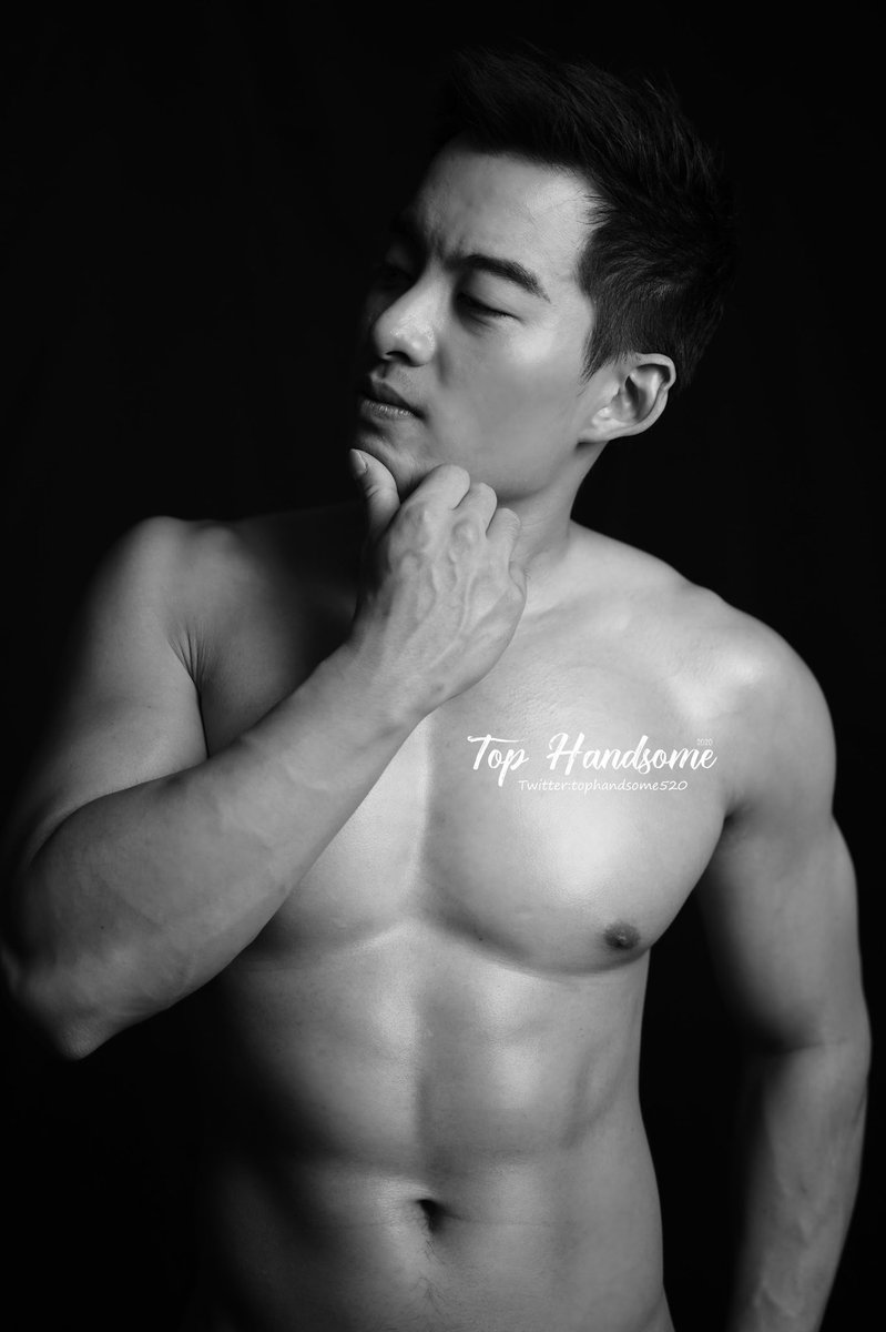 First time posting a black and white pic  #friyay #tbt #chestday #blackandwhite #blackandwhitephotography #chestday #photoshoot #portraitphotography #faceshot #instaboy #instagood #picoftheday #l4l #ootd #hkig #hker #instagay #gayasian #asianboys #asian #gayboy #gayguy #gaylondonpic.twitter.com/DPqvF62Wd0
