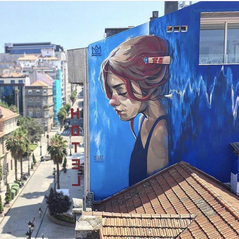 """Melancholy in blue""  #StreetArt by Issac Mahow In #Vigo #Spain  pic.twitter.com/w5HkyNI0Dx"