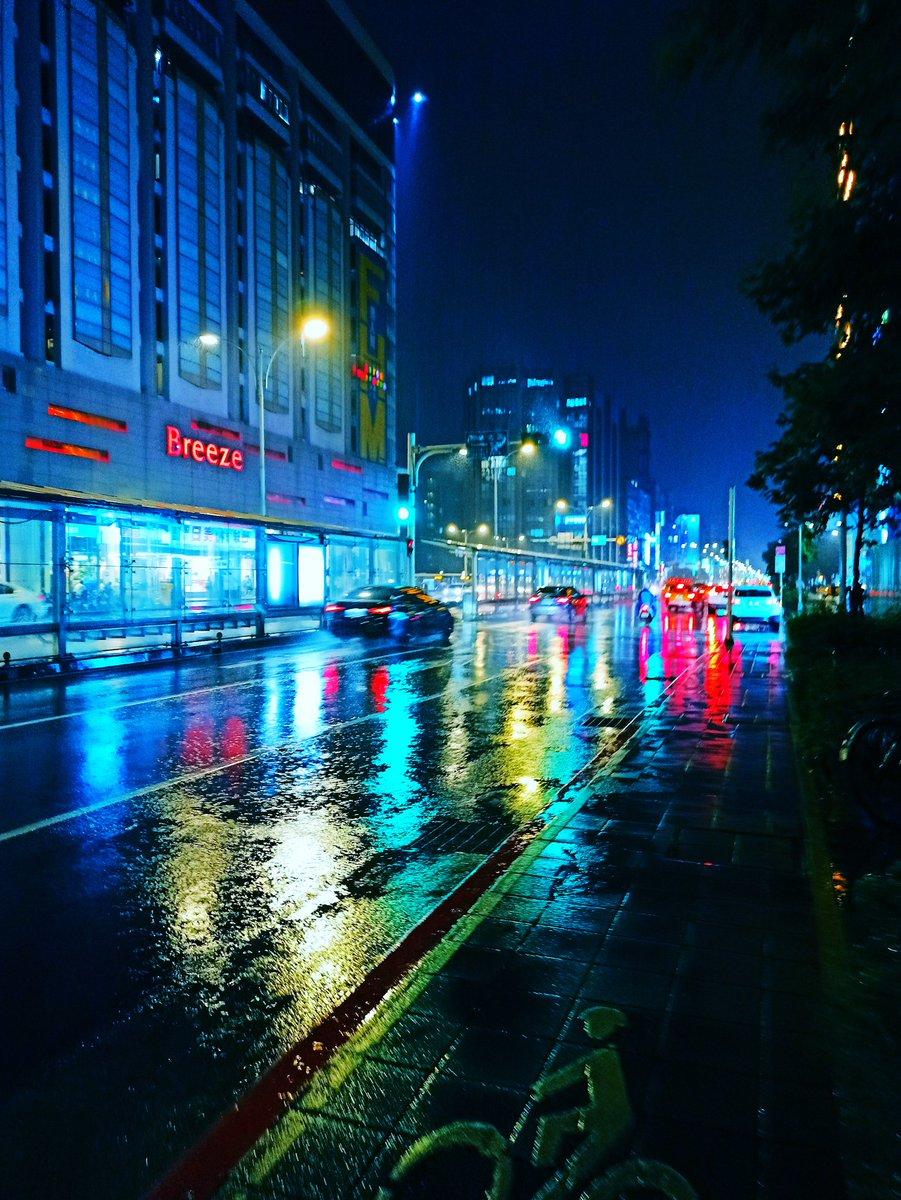 Plum-rain season in #Taipei #streetphoto pic.twitter.com/qMpaulAVqm