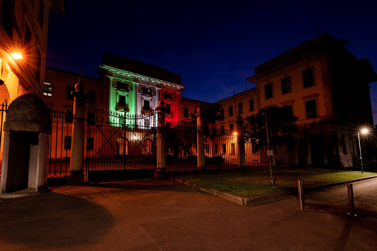 #WatchNow as the historical home of the #NRDCITA #1stSignalRegt in #Milan is adorned with the colours of the Italian flag  to honour the commitment shown by all fighting the #coronavirus #COVID19  #FermiamoloInsieme #andràtuttobene #WeAreNATOpic.twitter.com/fCKSq1L0pk
