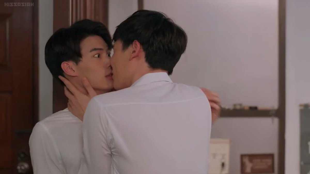A FRIGAY REMINDER THAT GREEN WAS TINE'S FIRST KISS IN THE DRAMA NOT WAT  #คิดถึงคั่นกู<br>http://pic.twitter.com/e4n0DbqEE1