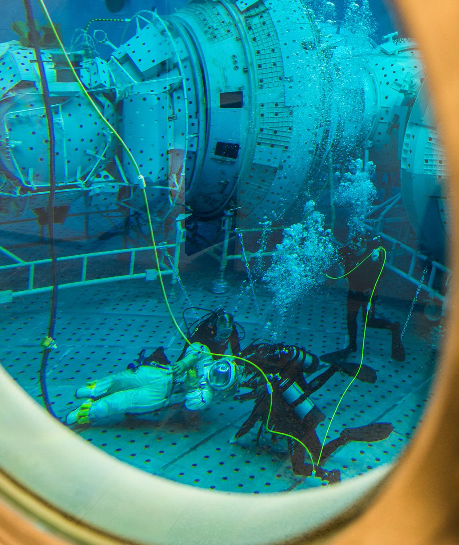 [Russie] L'hydrolaboratoire du centre d'entraînement des cosmonautes EYn9xBRWsAU44qq?format=jpg&name=large