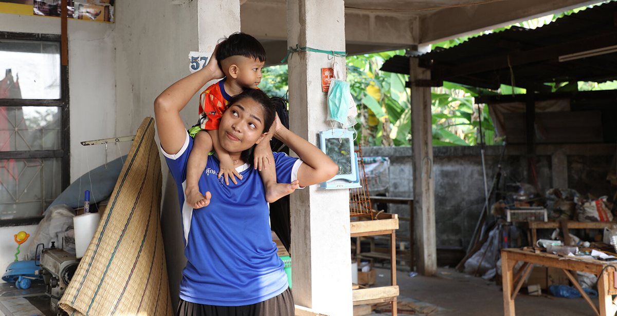 See how a young, single mother acquired the employability skills she needed to pursue a better future. #Thailand https://t.co/q5jTN5pmxB https://t.co/HWj4PfKBmY