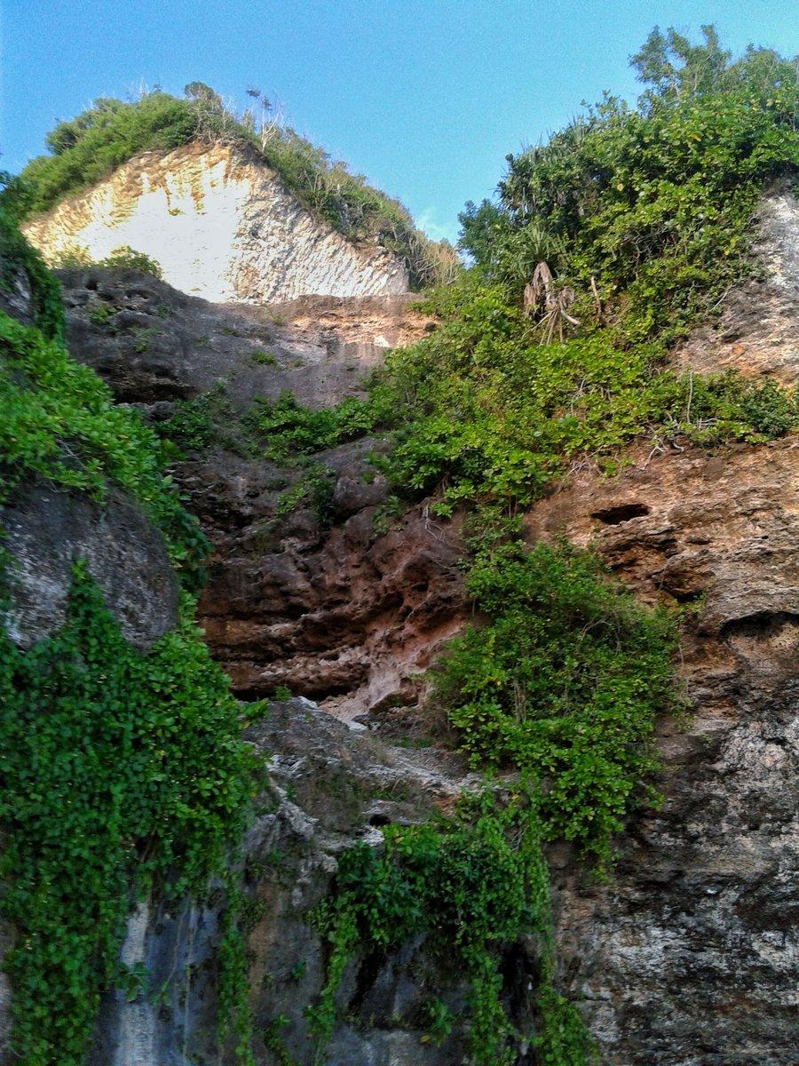 Melasti Cliff  #melastibeach #melasticliff #ungasan #pantaimelasti #badung #bali #baliisland #enjoy #enjoylife  #balibagus #wonderfulbali #beachvibespic.twitter.com/h5gvA7BmEn