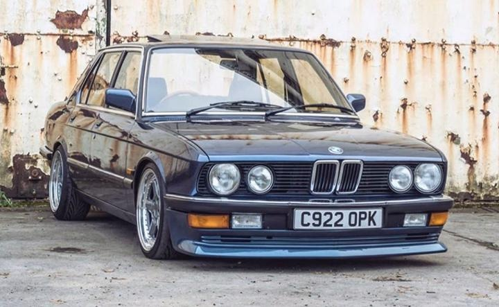 The #BMW E28 525i captured by Tristan Young. What are some of your favourite old BMW models? Let us know in the comments below. pic.twitter.com/1CyoZcdkgz