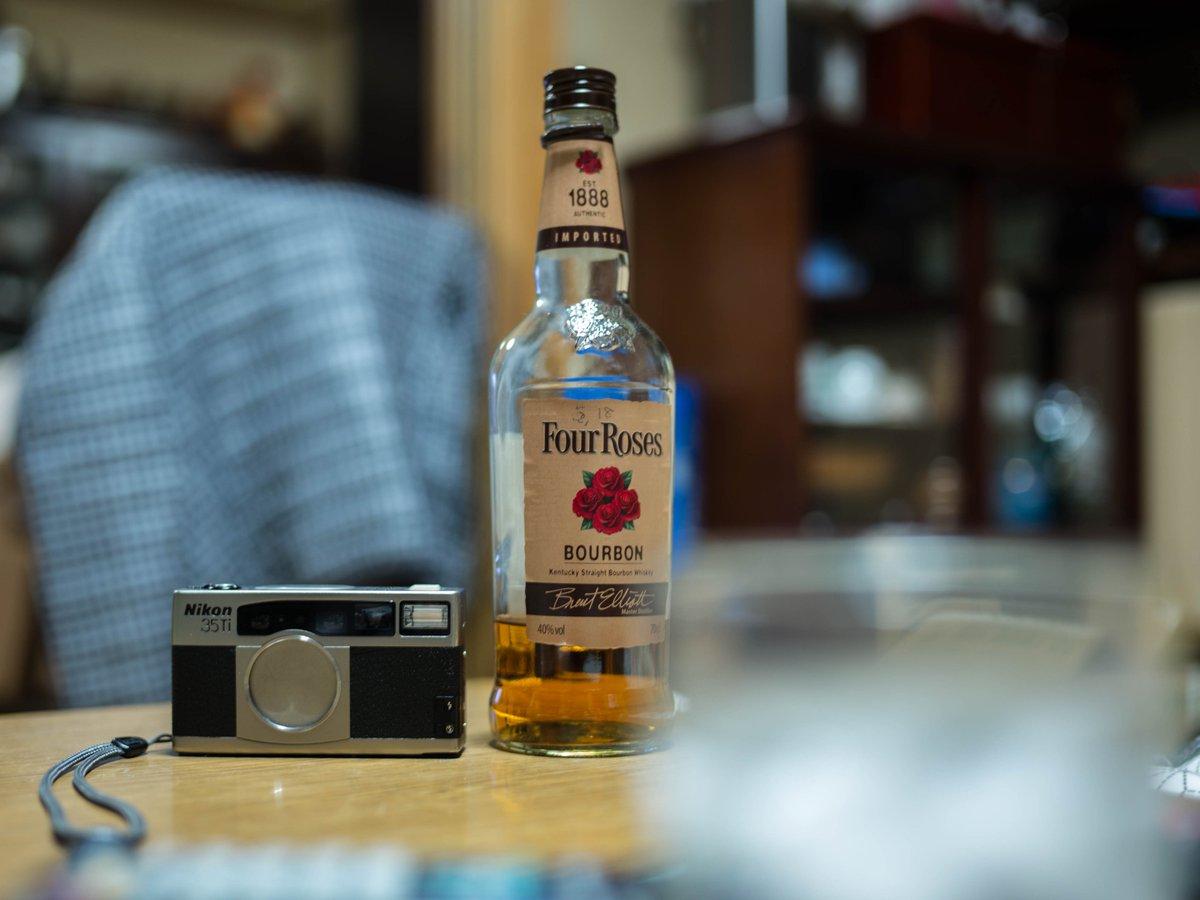 bourbon whiskey&Ti35 #LEICAM pic.twitter.com/9UobnhHFNu