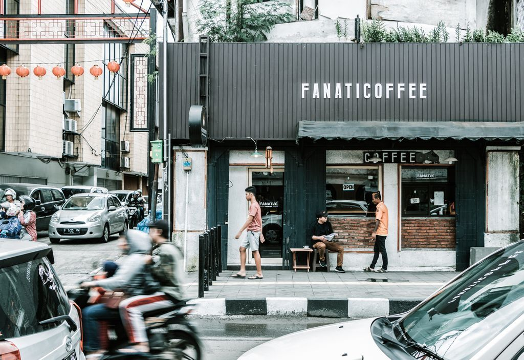 Act : Fanatic Coffee _______________________________________ 𝗟𝗼𝗰𝗮𝘁𝗶𝗼𝗻: Bogor, West Java, Indonesia 𝗗𝗮𝘁𝗲 𝗼𝗳 𝗣𝗼𝘀𝘁𝗶𝗻𝗴: 22/05/2020  #streetphotographers #streetphoto #storyofthestreet #streetshared #visualoflife #peopleinsquare #peopleinframe  #streetleakspic.twitter.com/qqRMlVkG0e