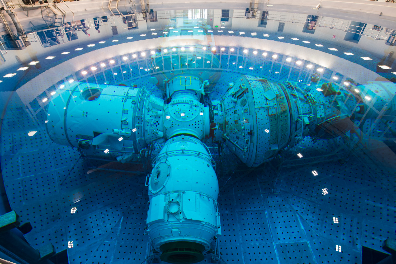 [Russie] L'hydrolaboratoire du centre d'entraînement des cosmonautes EYn_nptU8AgelN5?format=jpg&name=large