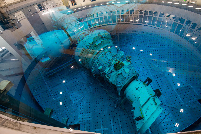 [Russie] L'hydrolaboratoire du centre d'entraînement des cosmonautes EYn_ojCU4AAJkLH?format=jpg&name=large