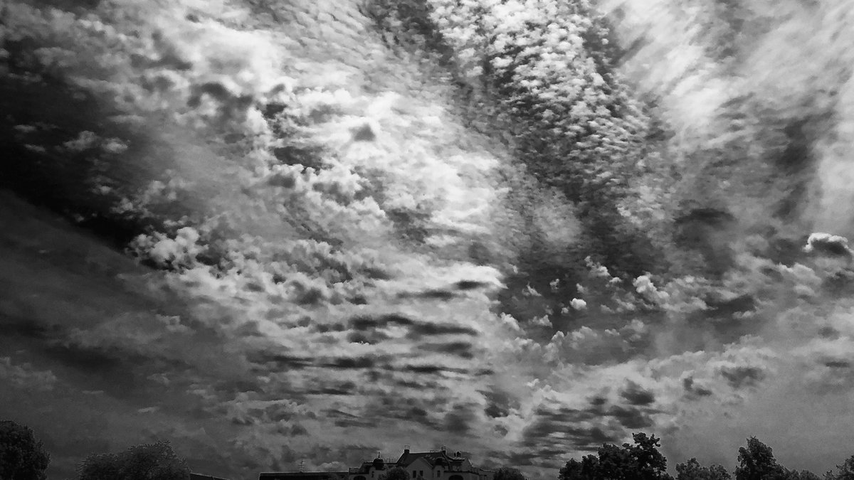 Not all clouds are bringing rain  #berlin #photography #blackandwhite #monochrome #photo #clouds #StormHourpic.twitter.com/CfYsaDIeNt