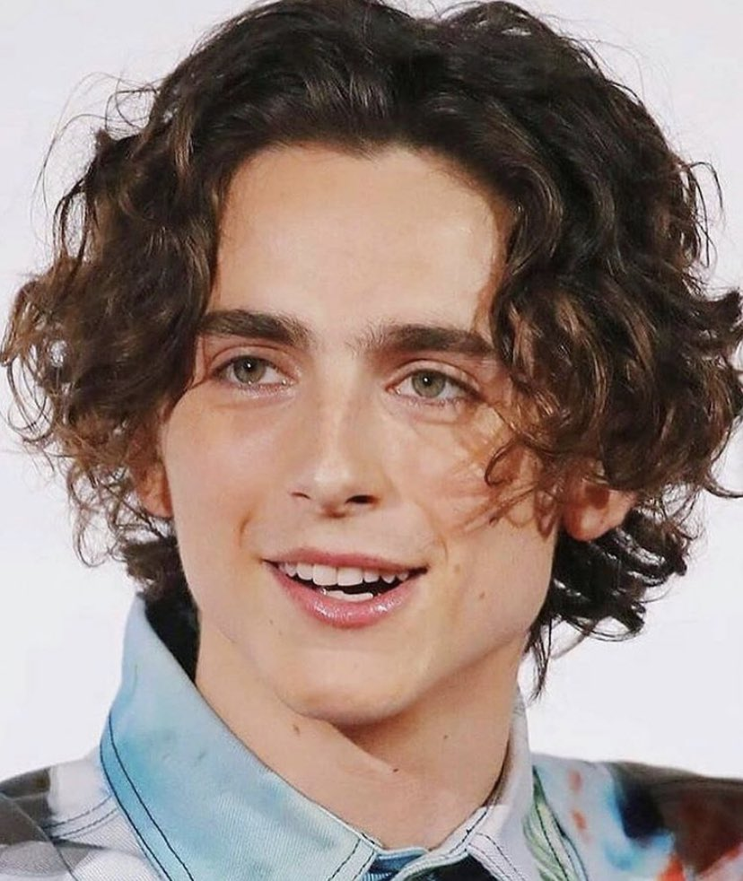 I think we can all agree that timothée chalamet with full make up >>>>