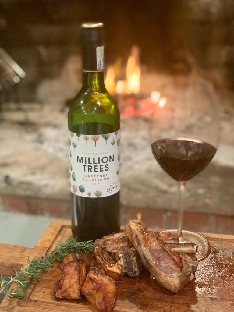 Great autumn weather in #spectacularSouthAfrica allows us to join in the #GreatBritishBraaiOff today. On the menu: #MillionTrees Cabernet Sauvignon paired with lamb riblets 🥩🍷🔥 https://t.co/DMQvmfrPHH
