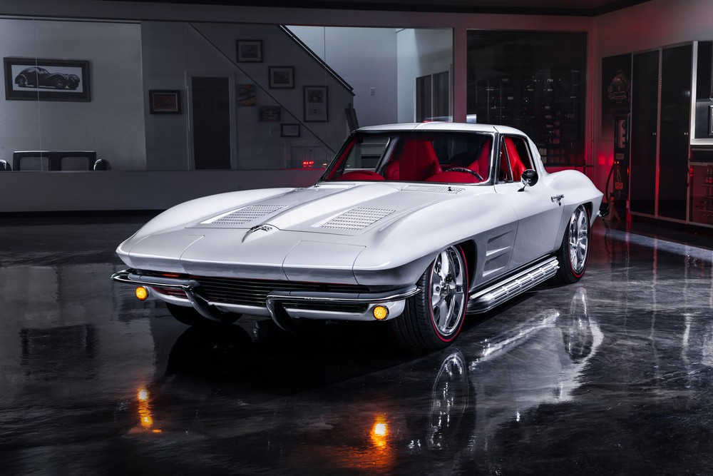 Stunning 540hp LS3-powered 1963 #Chevrolet Corvette Split Window just sold for a staggering $357k  https://bit.ly/2LN2a4vpic.twitter.com/qxWb9o3hRM