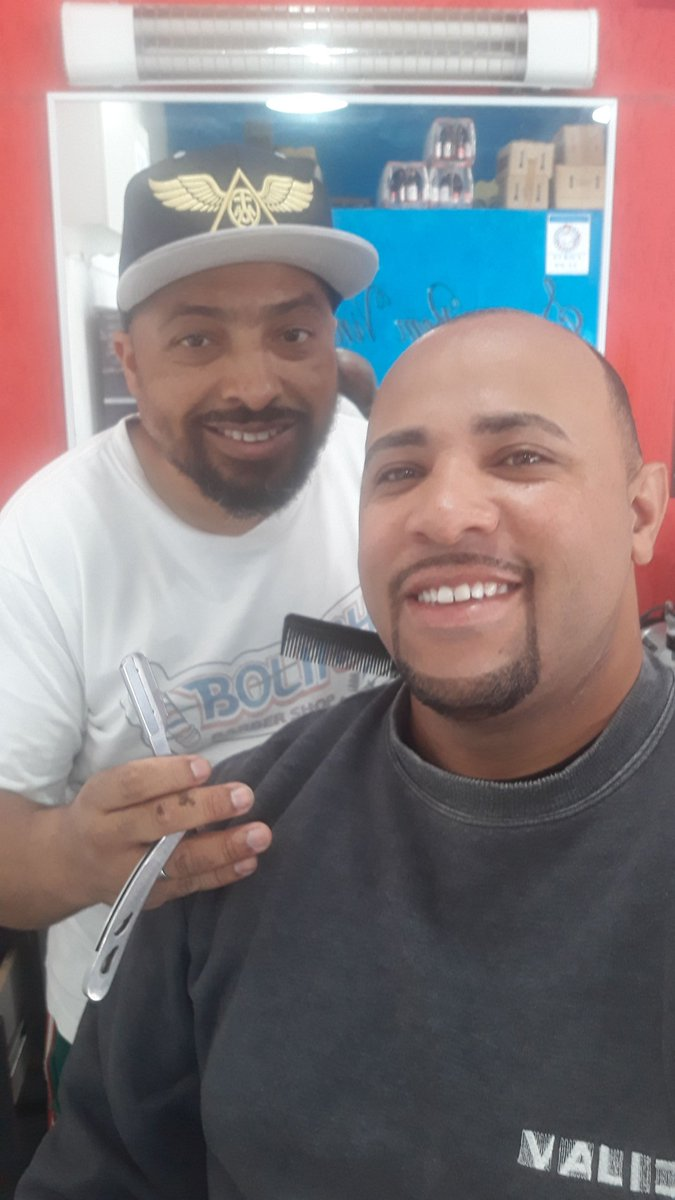 #Barbados #barbeiros #barbershop #vilasantacatarina  #cavanhaquepic.twitter.com/8W8Fbs0Bot