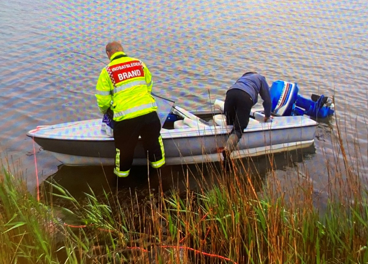 Denne båd savner ejer! Vi har fundet den ved udløbet af Odense Kanal omkring Klintebjerg. Er du eller kender du ejeren, så ring gerne til Fyns Politi. #politidk https://t.co/Ua7pgt5YPU