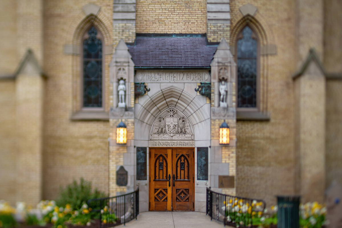 The east entrance to the @NDBasilica is inscribed with a familiar phrase: God, Country, Notre Dame. This memorial to the students, alumni and faculty members who sacrificed their lives in World War I was dedicated on #MemorialDay in 1924: go.nd.edu/6bb25b
