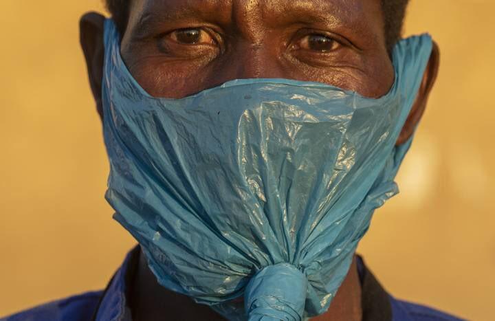 Esta foto es brutal.   Pobreza y coronavirus. Johannesburgo, Sudáfrica.  Autor: Themba Hadebe/ AP Photo https://t.co/oI4KBaM2i5