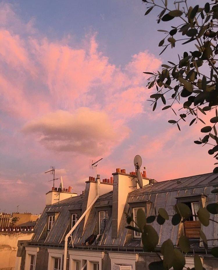 Pink sunsets #Paris France  pic.twitter.com/62JWMPh1S1
