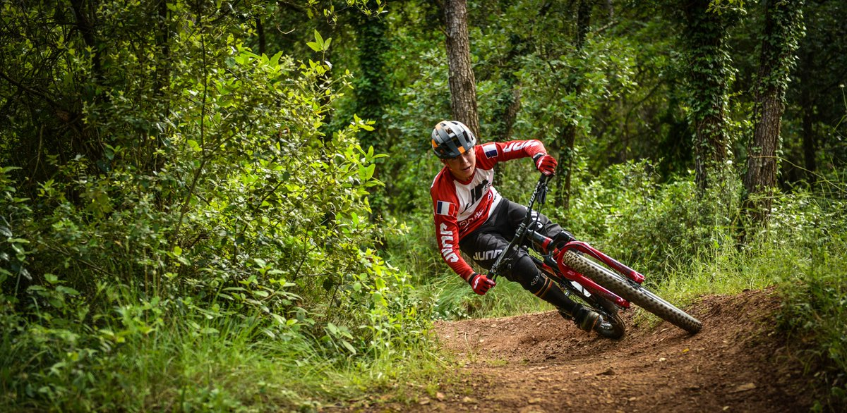 #Rider Jump industries#Antonin Debesson#DH#VTT pic.twitter.com/ZiOLY45SFA