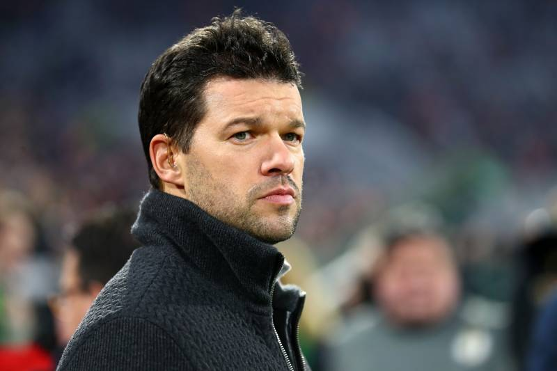 "🇩🇪 Michael Ballack:  ""Virgil Van Dijk is very lucky to play in an era where there is no Drogba, Lampard, Alan Shearer, Henry, Rooney, Van Persie, Tevez, Adebayor and Diego Costa in the Premier League. No wonder they think he is the best defender in the League."" 👀🔥 https://t.co/1Ihui8UrHn"