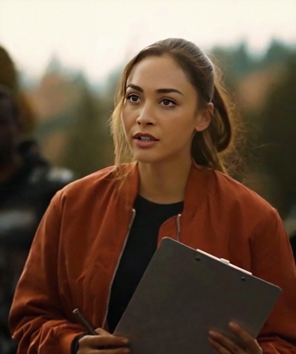 I think NO ONE disagrees (consider both her look and her behaviour) #The100 <br>http://pic.twitter.com/59BYtP7BlH