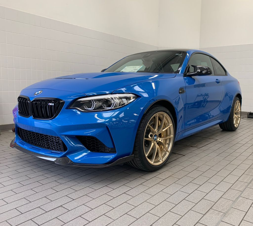 This M2 CS has arrived in Huddersfield and I think we may be a little bit in love. Let us know what you think? #M2 #BMWM2 pic.twitter.com/NhkPU1NPV6