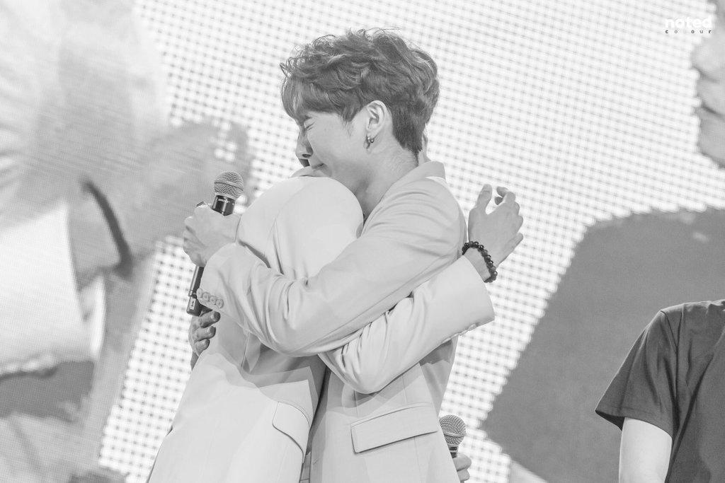 "#iKON - Hug Me""Let me hug you just once before you go to him.""  #MewGulf"