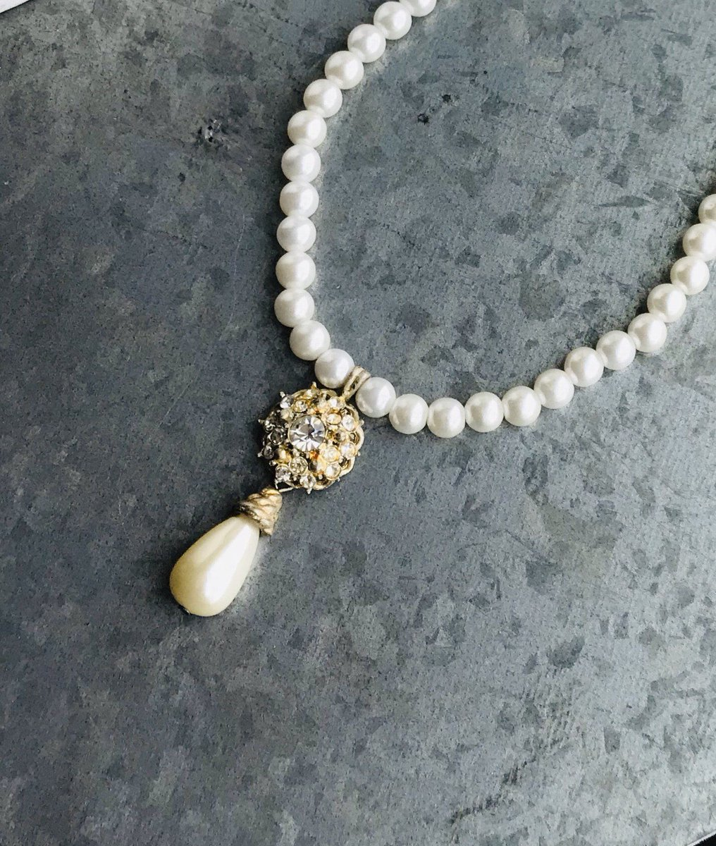 Excited to share this item from my #etsy shop: Vintage pearl necklace, gift for her, bridal necklace, costume jewelry #wedding #pearl #gold #vintagejewelry #pearl #necklace #bridaljewelry #etsyjewelry #giftforher https://etsy.me/2A0pIQC pic.twitter.com/yLdk6Ndobd