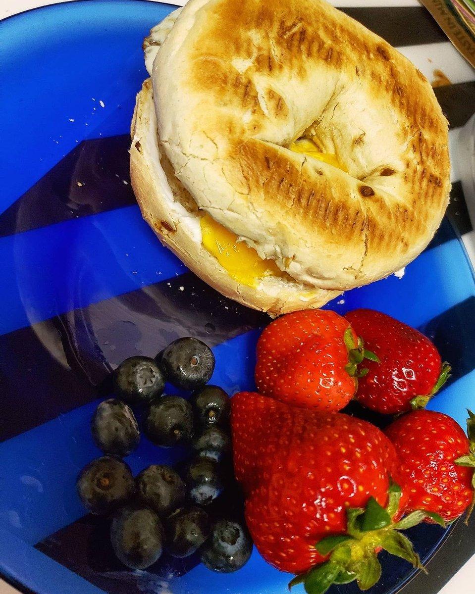 Slick made a breakfast.   #breakfast pic.twitter.com/fhHQyjRXZI