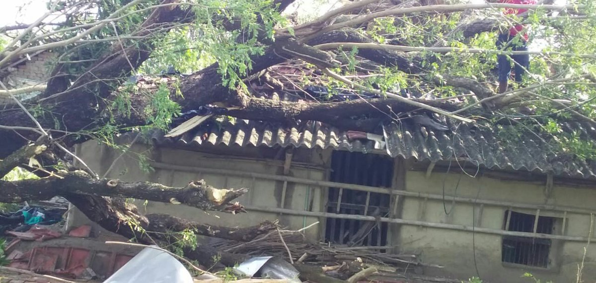 My cousin's house condition due to #SuperCycloneAmphan  #prayforwestbengal  <br>http://pic.twitter.com/4tcZbneh5n