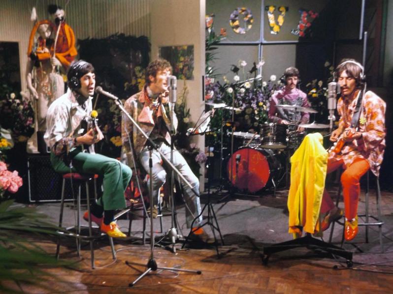 "Paul McCartney, John Lennon, Ringo Starr & George Harrison rehearse the chorus for ""All You Need Is Love"" at Abbey Road Studios in London, 1967.  David Magnus.pic.twitter.com/XjG88PaEt8"