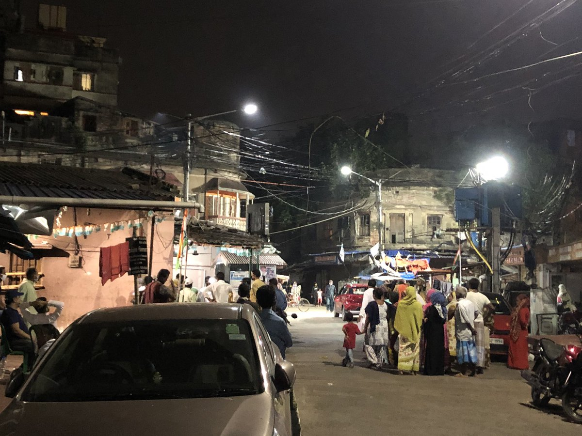 @MamataOfficial your own party worker doesn't follow your own rules it's 9:20 pm still crowded no police  . This shouldn't happened please look for it from Park Circus bright street mohalla cometee #isupportdidi pic.twitter.com/NNFPwUEzV5