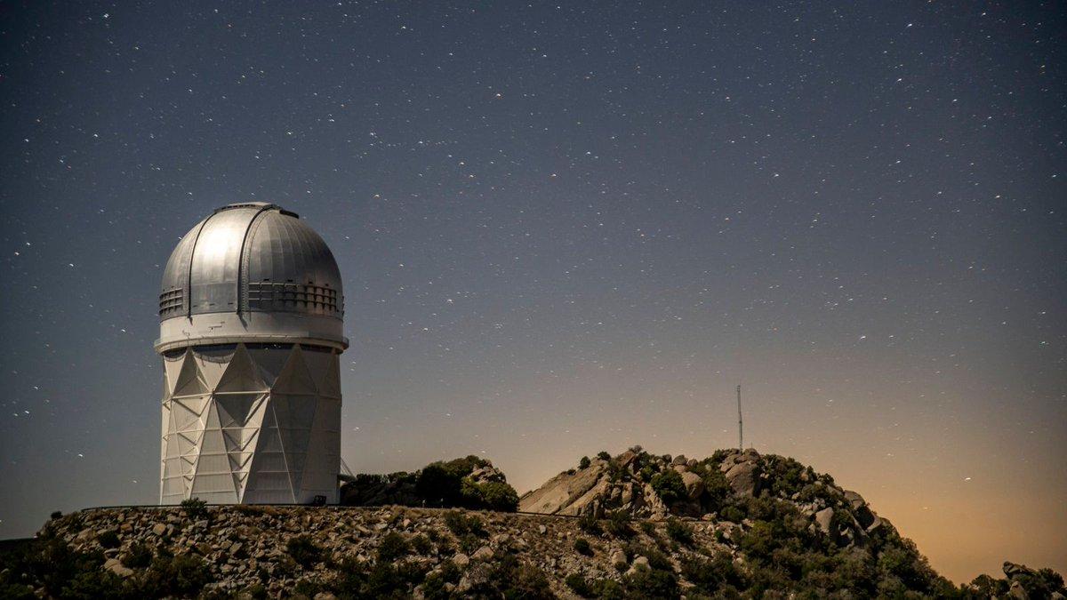 🔭 Dark Energy Spectroscopic Instrument team prepares for telescope instrument's restart after unexpected shutdown. Full story 👉🏽bit.ly/2Xper4C 🎥 youtu.be/d6Gx9ChXzEs @LBNLphysics @DESIsurvey @NERSC