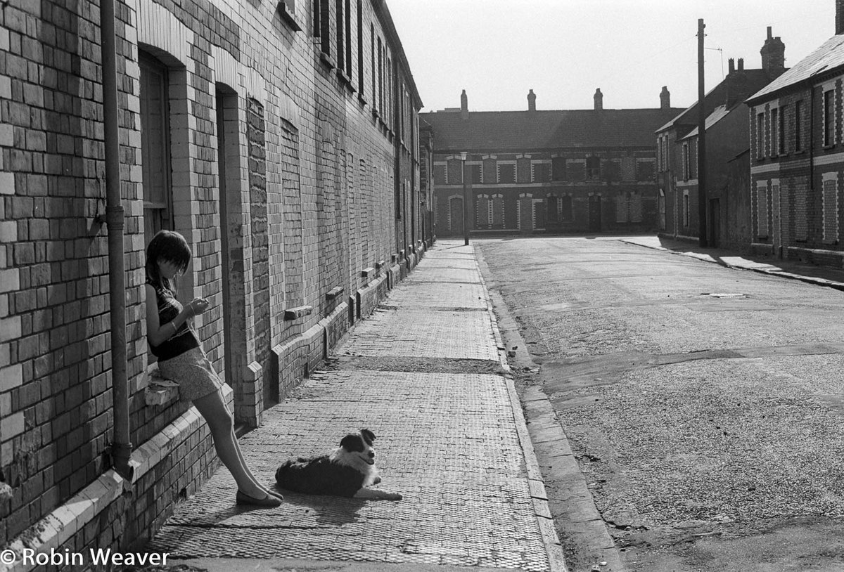 #rediscoveredphotos from my #1970s neg files Splott, Cardiff, South Wales, 1975 Look closely - every house but one is bricked up ready for demolition #Cardiff #Splott #SouthWales #forgottenphotos #documentingsouthwales #photography #documentaryphotography #streetphotographypic.twitter.com/Lnci1BfDy9
