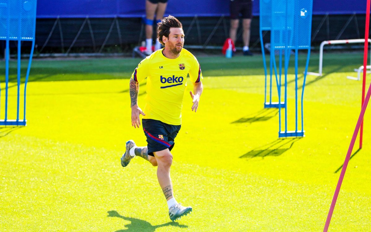 The long hair is coming back. #Messi  <br>http://pic.twitter.com/6YgQ2C21yz