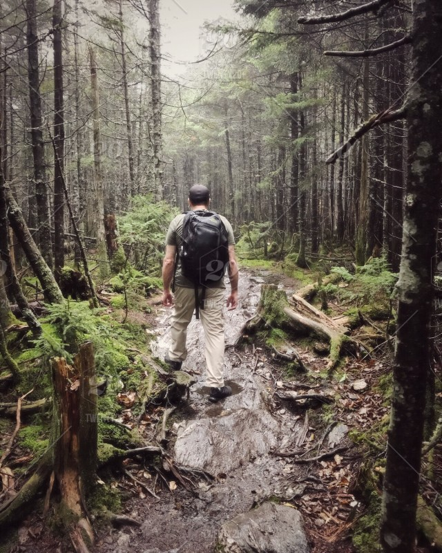 Heading out for a hike this weekend? Remember to cover up and use lots of bug spray to protect yourself from #mosquitos and black flies! #BePrepared https://t.co/RMpR857Fxj