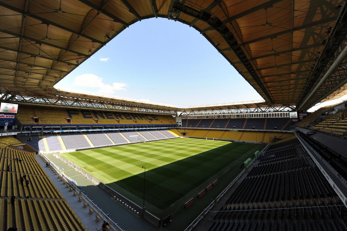 Who's the first player you think of when you see this stadium? 💛💙  #UEL | @Fenerbahce_EN https://t.co/uSvz1Cr2Ki