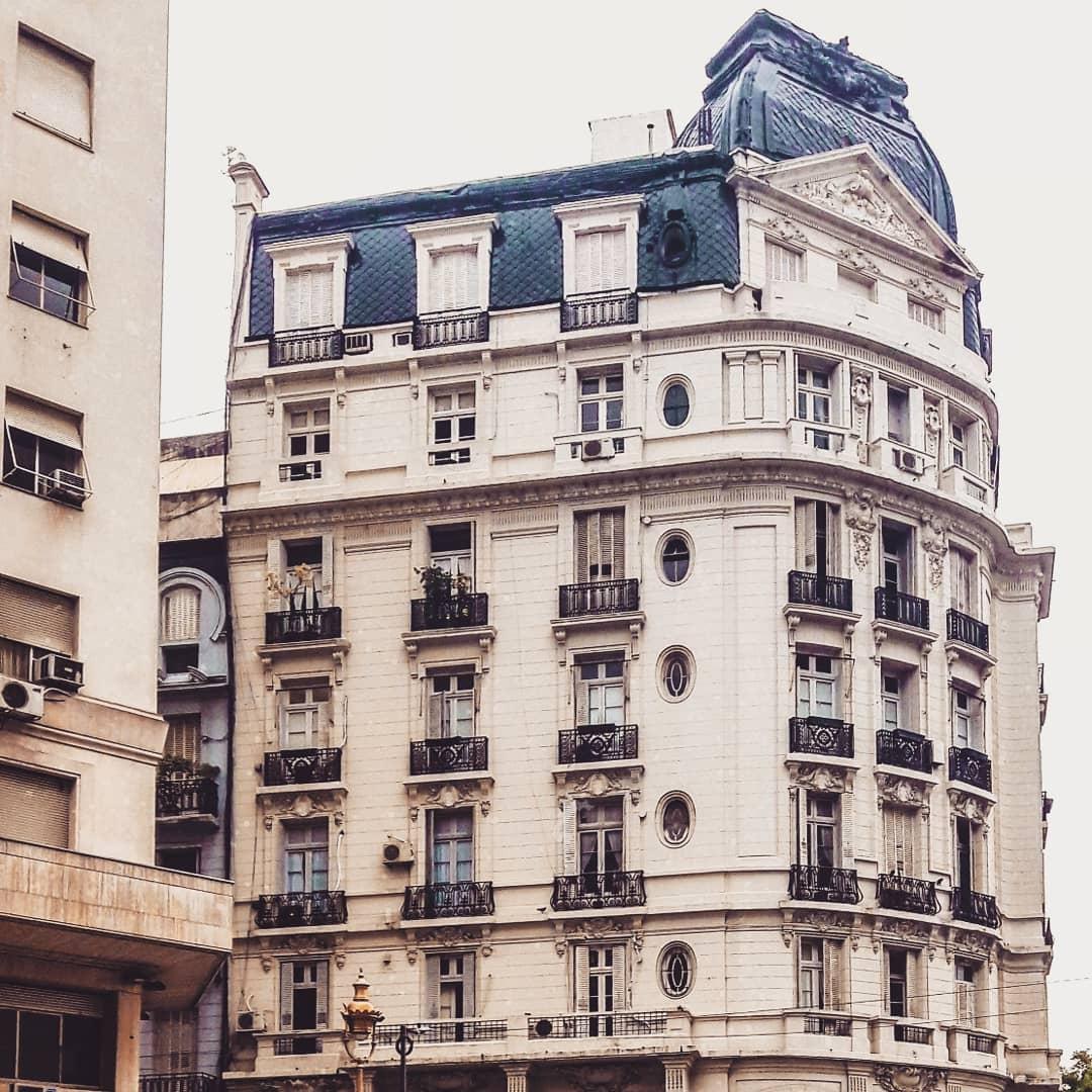 Antes... . . . #BuenosAires #Argentina #street #urbano #city #arquitectura #urbexpic.twitter.com/fxaIrfSGOO