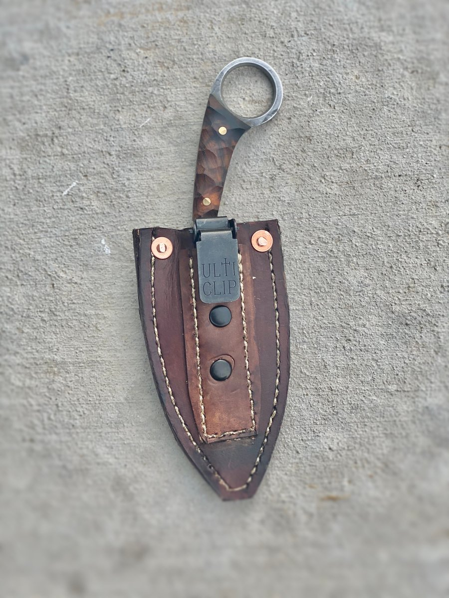 """Hand-stitched leather sheath with an """"Ulti-Clip"""" for the """"Splake"""". We offer the option of Kydex or Leather sheaths. Just let us know in your order comments what you are thinking, or shoot us a DM!   #muleknives #edc #edcknives #madeinusa #madeintheusa #americanmade #pocketvomitpic.twitter.com/wtPXdmvAWx"""