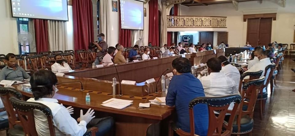 In the Corona Virus Impact review meeting held at the Council Hall under the leadership of Guardian Minister of #Pune and Dy. CM @AjitPawarSpeaks ji, I shared my thoughts & raised my concerns on various headers. Please read #Thread (1/N)pic.twitter.com/xwUCpr9v70